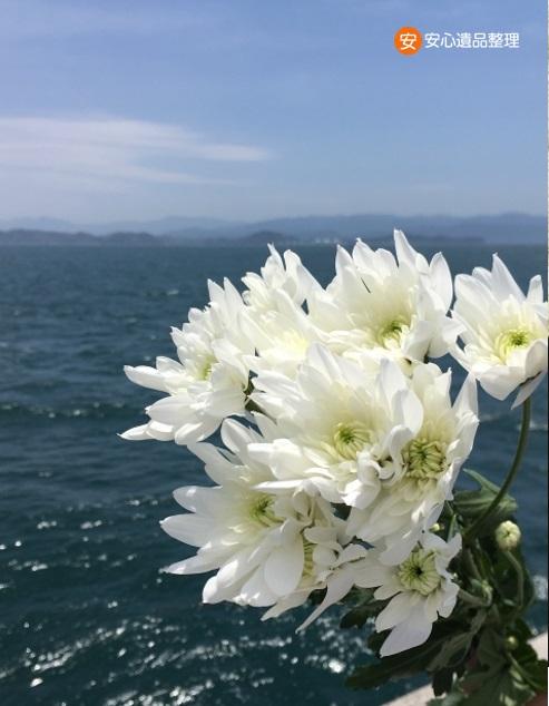 海洋散骨と花